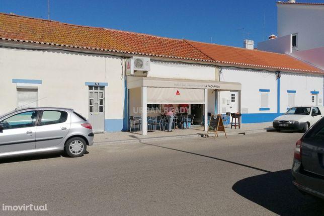 Prédio com Negócio de Restauração - Centro Benavente - Junto ao mercad