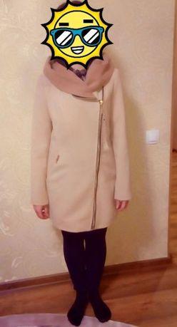Продам очень красивое, удобное демисезонное женское пальто