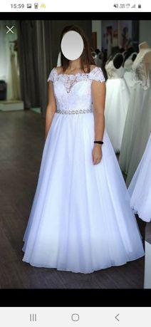 Suknia ślubna z hiszpańskim dekoltem