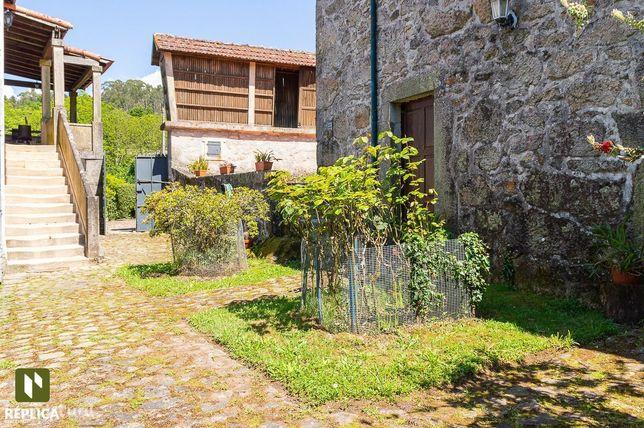 Quinta com moradia T3 e com piscina em Escariz