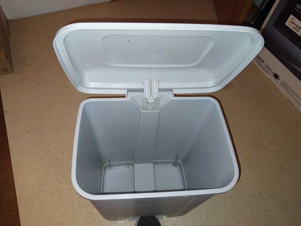 Caixote lixo de plástico com tampa de pé de 50Lts