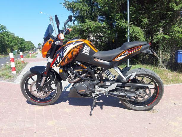 KTM  DUKE  200   .