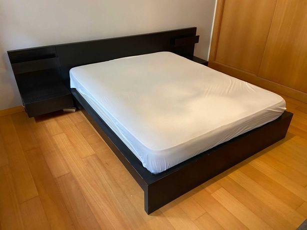 Cama IKEA Malm 160x200 e mesas de cabeceira preto/castanho