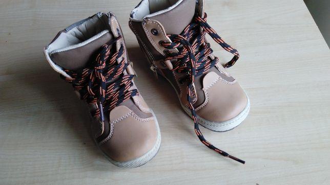 Buty buciki na jesień lub wiosnę r 25 jak nowe