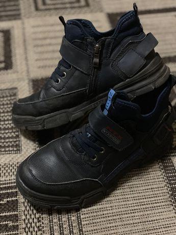 Взуття , одяг дитячий