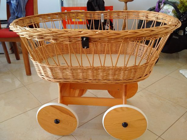 Wózek dla lalek, wiklinowe na kółkach