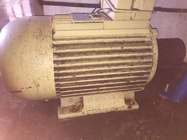 мотор 22 квт \ 2935 об на хв