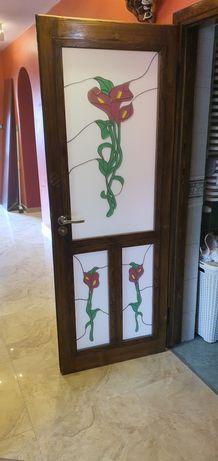 Drzwi z witrażami