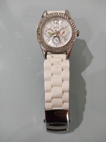 Relógio One com pulseiras