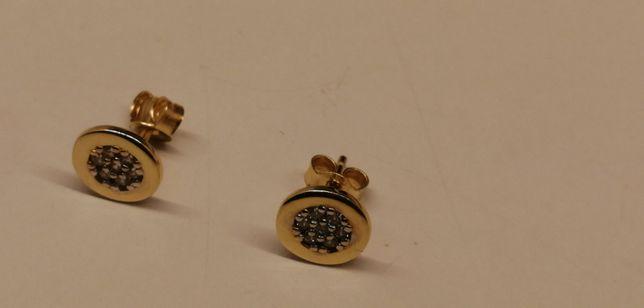 złote kolczyki na sztyfty z białymi kamieniami cudeńka
