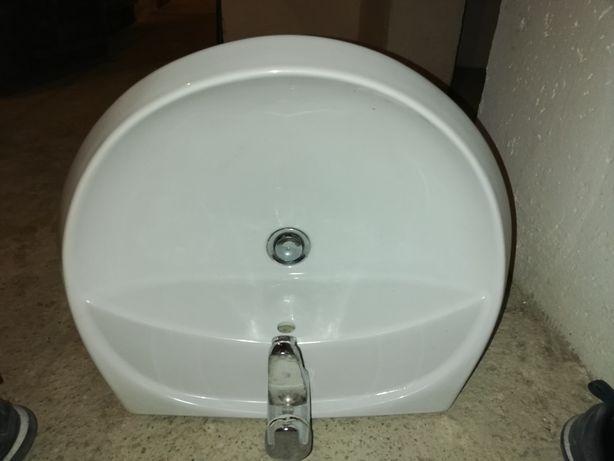Umywalka 68 cm łazienkowa z baterią