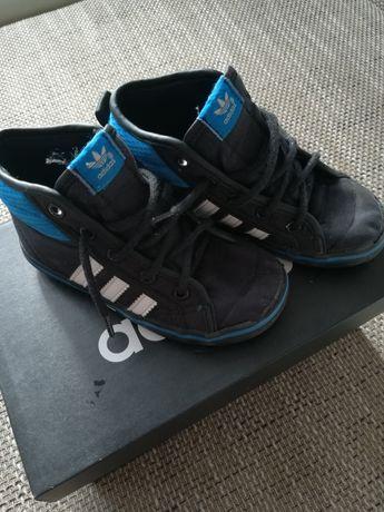 Adidasy adidas na podwórko