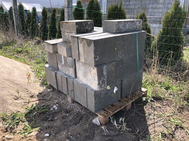 Bloczek betonowy (fundamentowy)