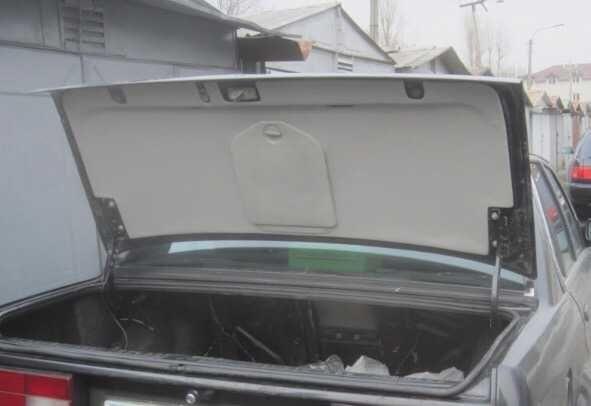 Obudowa bagażnika OEM BMW E30 rarytas