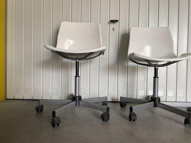 Cadeira brancas multiusos