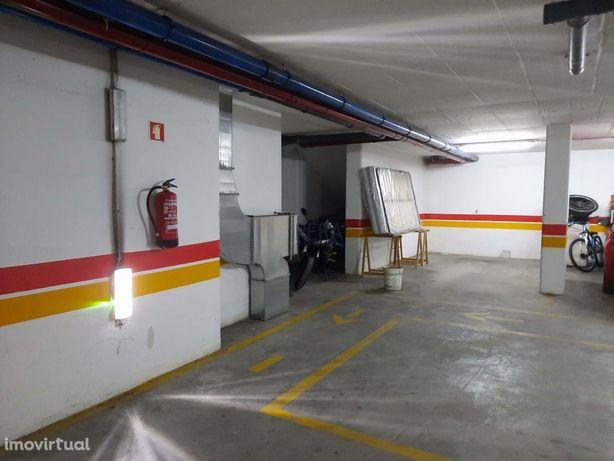 Espaço de estacionamento privativo, unidade independente em cave de pr