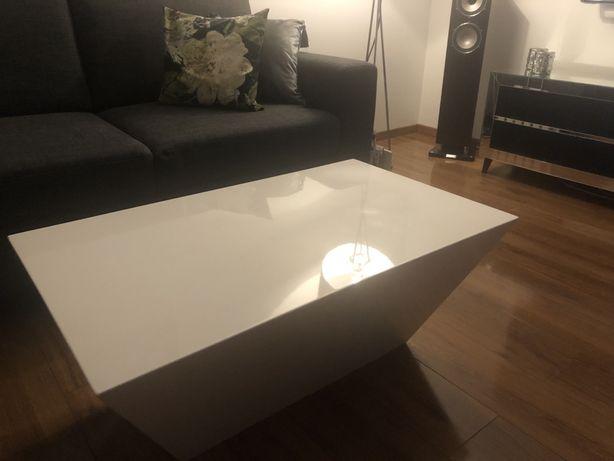 Stylowy stolik kawowy połysk biały