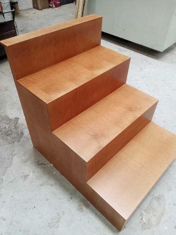 Escada em madeira funcional/decorativa - NOVA
