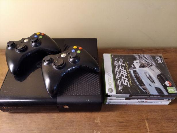 Sprzedam Xboxa 360 wraz z dwoma padami i grami