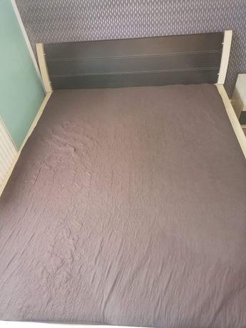 Łóżko + nocne szafki