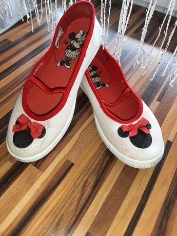 Piękne brokatowe buciki Minnie.