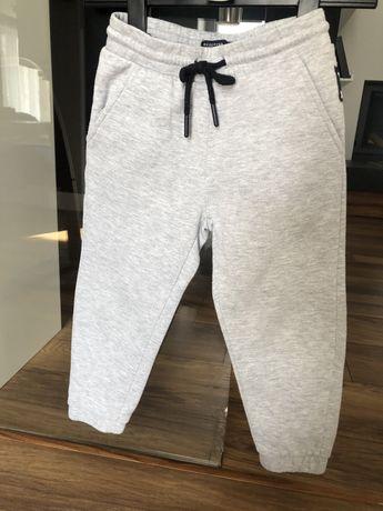 Spodnie dresiwe reserved r. 110