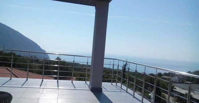 Участок с великолепным видом на Аю-даг и море.Цена за участок.