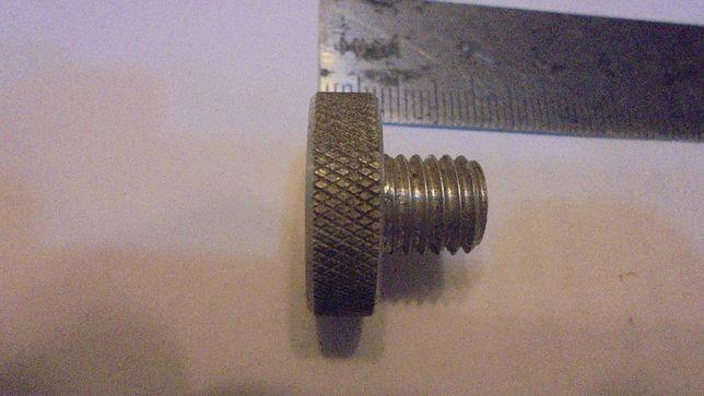 Винт М10 с рифленой головкой , материал Д16, длина резьбы 10мм.