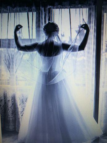 suknia ślubna rozmiar M biała, góra koronkowa