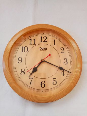 Часы настенные кварцевые Delta