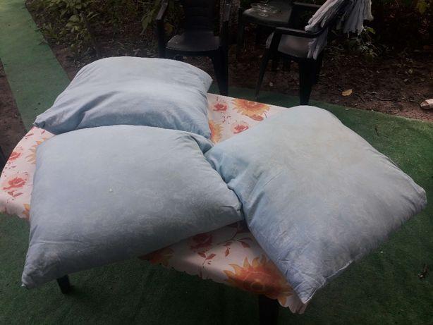 Продам подушку 60 х 60 см., пуховая