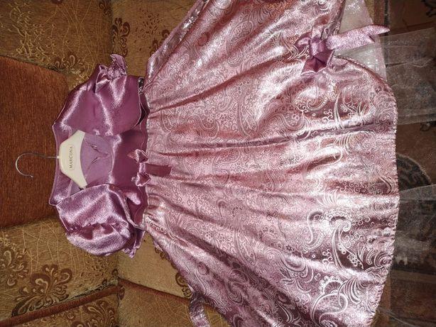 Продам очень красивое платье на девочку
