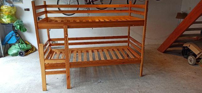 Drewniane łóżko piętrowe