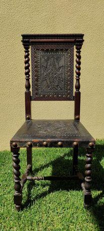 Cadeira torcidos e tremidos século XIX de madeira e pele.