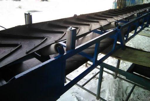 Ленточный погрузчик, конвейер, транспортер, стрічковий конвеєр.