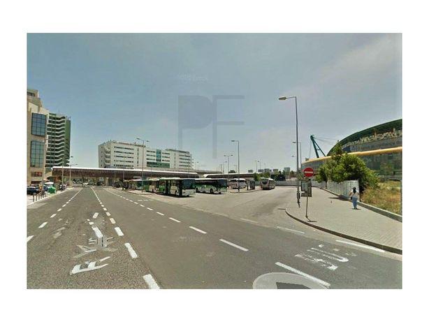 Armazém com 800 m2, em frente ao terminal rodoviário do C...