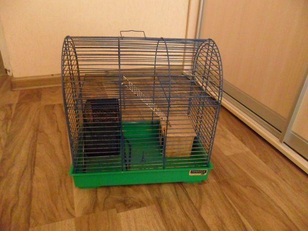 Клетка для грызунов двухъярусная с колесом и домиком.