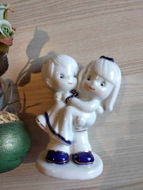 Dzbanek okrągły kwiaty i figurka porcelana złota farba dzieci