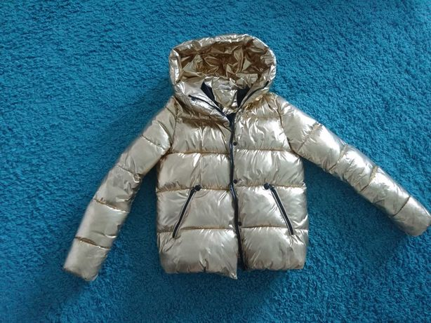 Курточка золотистого цвета