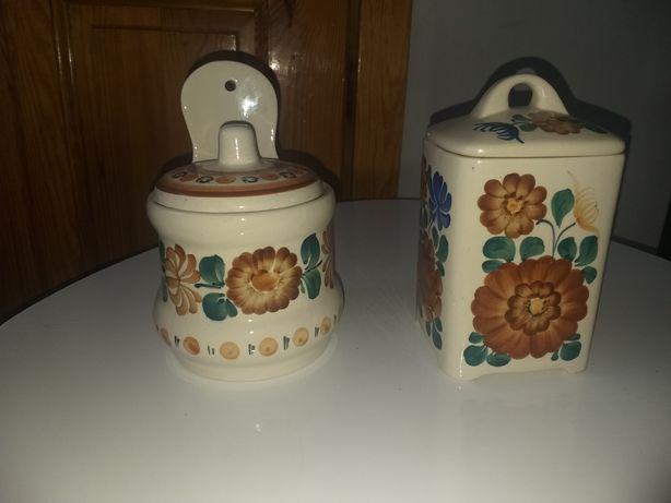 Dwa ceramiczne przedmioty Włocławek z sygnaturami i numerami