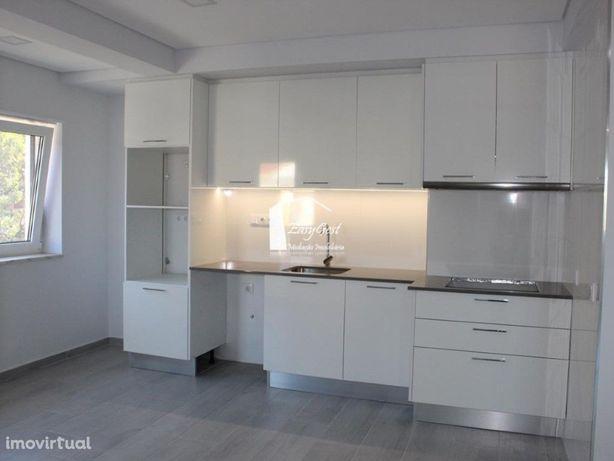 Apartamento renovado localizado numa das principais artér...