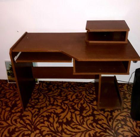 Sprzedam biurko drewniane braz. Zapraszamy