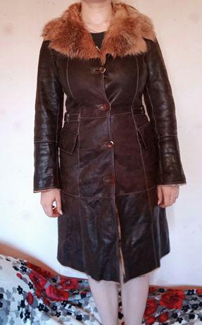 Продам демисезонное кожаное пальто , производство Италия 46 размер.