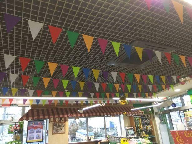 Гірлянда гирлянда святкова кольорова з тканинних прапорців трикутників