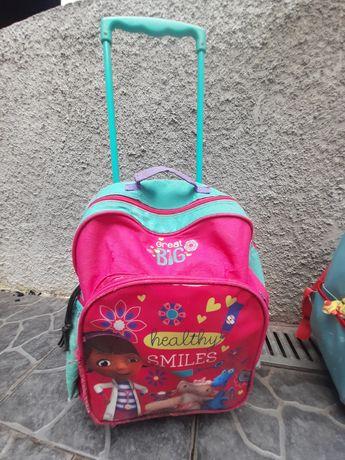 Vendo mochilas usadas de menina