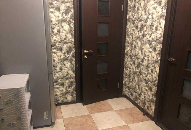 Продам   3 ех комнат квартиру,  в р-не  Позняки, ул  Светлая 3/5 к