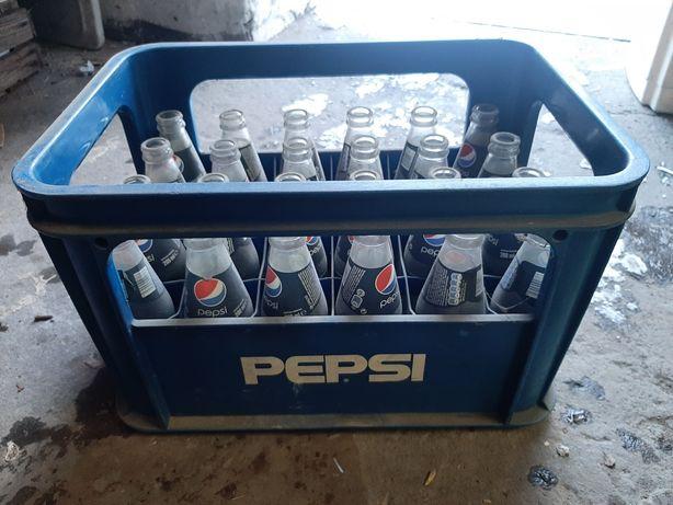 Skrzynka Pepsi z butelkami 0.2