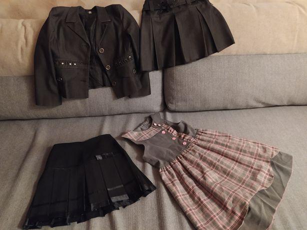 Продам школьный костюм-тройку:пиджак ,юбка и брюки, юбка и сарафан.
