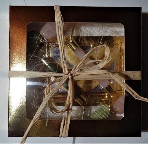 zestaw prezentowy roler z kwarcu różowego i jadeitowy +płatki pod oczy