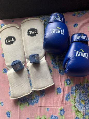 Боксерські рукавиці / бинти / щитки